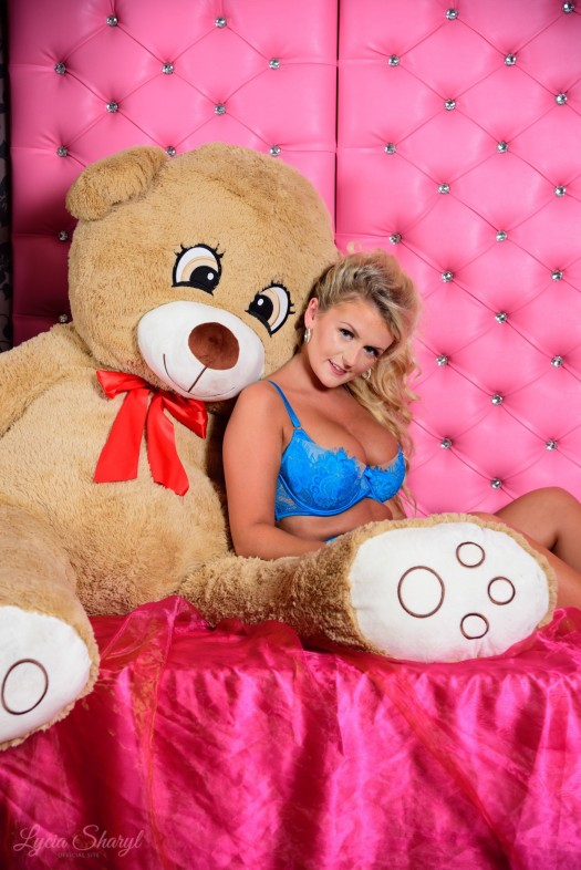Ted In Bed With Lyc